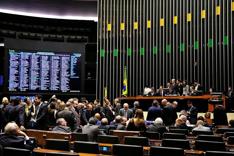 Parlamentares reduzem juros e multas de parcelamento de débitos federais